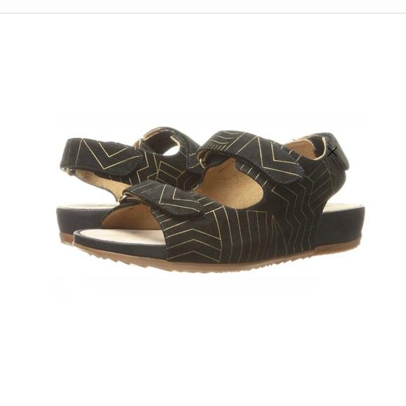 SoftWalk Shoes | Dana Point Sandals